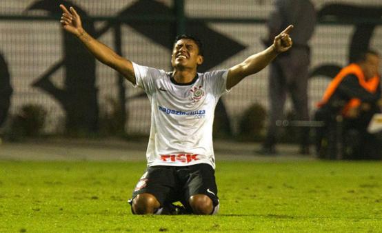 Paulinho pode voltar ao Corinthians para a disputa do Brasileirão 2022