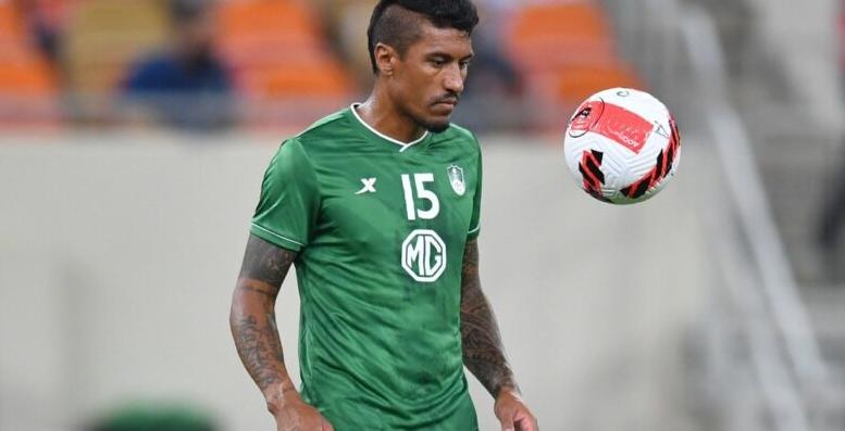 Livre no mercado, Paulinho negocia retorno ao Corinthians