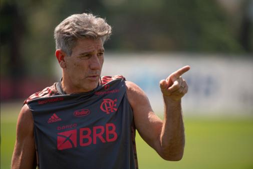 Renato Gaúcho busca corrigir jogador do Flamengo.
