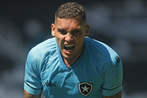 Rafael Navarro, do Botafogo, está na mira do Internacional
