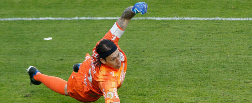 Que defesa! Caio Paulista finaliza livre na área e Cássio salva o Corinthians contra o Fluminense